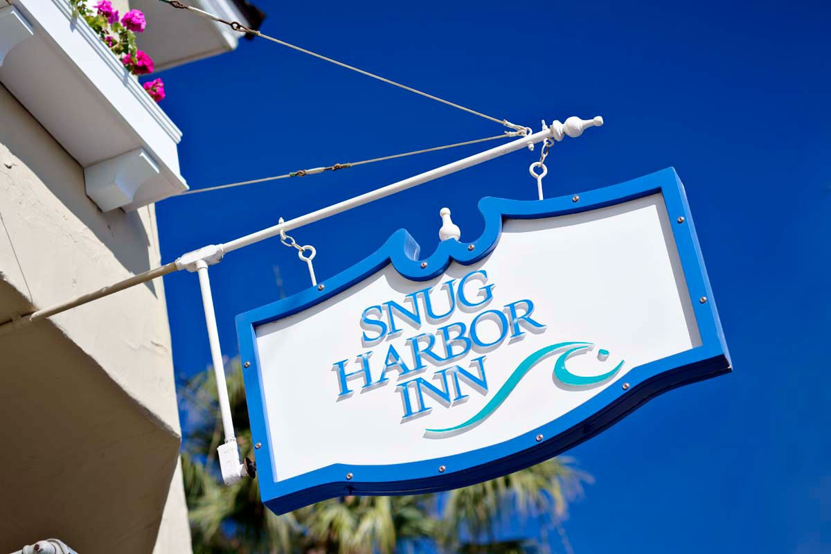 Snug Harbor Inn Exterior Sign
